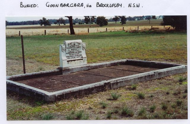 William & Elizabeth's grave.1